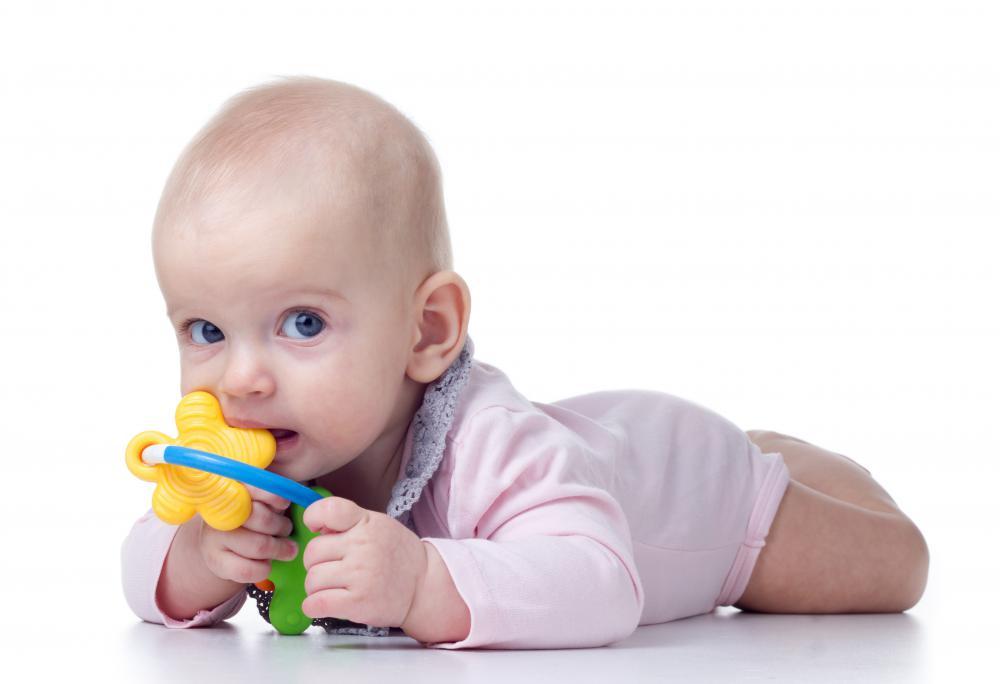 Когда новорожденному можно давать игрушки