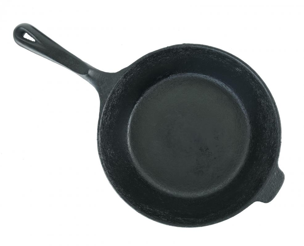 cast iron cookware includes skillets