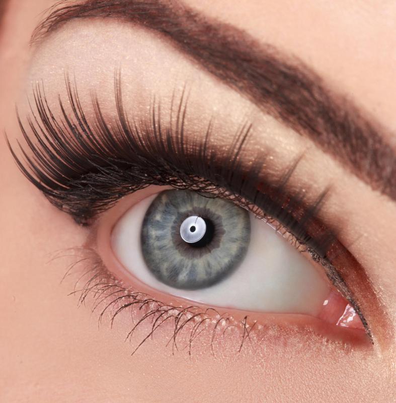 Best Tips for Applying under Eye Makeup