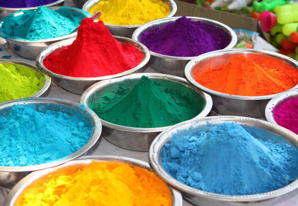 Pigments lors de la fête Holi, aussi connu sous le nom du festival des couleurs