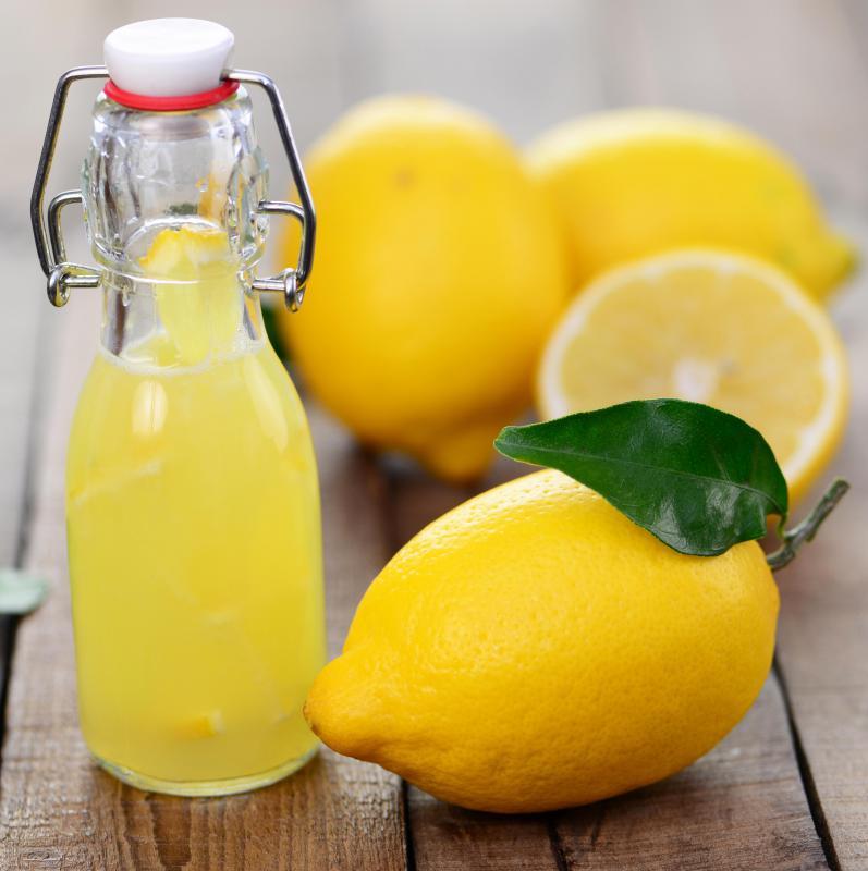 Сок от лимон срещу кашлица  и болки в гърлото