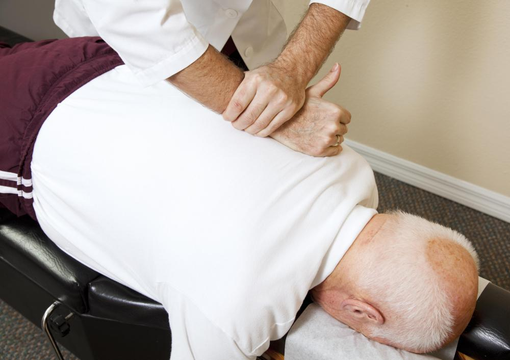 What does a Chiropractic Assistant do? (with pictures)