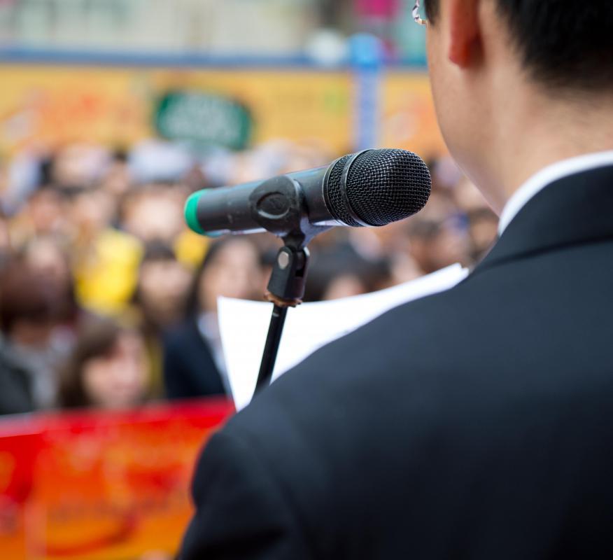 Speak into the mic 3