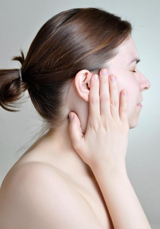 how to stop my ears from itching