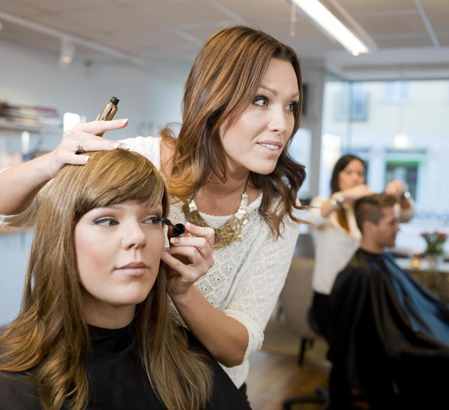 Što sve vole žene, prikaži slikom - Page 19 Woman-hairdresser-working-on-womans-hair