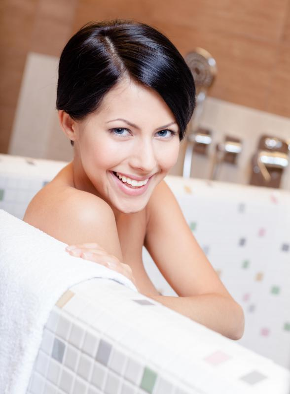 A tea tree oil bath may help reduce inflammation and swelling within the  body. What Are the Benefits of a Tea Tree Oil Bath   with pictures