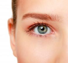 Women with green eyes should avoid light eyeshadow.