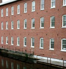 During the antebellum period,textile mills in the North that processed cotton grown in the South exemplified the industrial/agrarian split between the two regions.