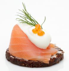 Salmon canapés with crème fraîche, caviar and dill.