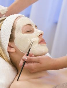 Mud masks should be chosen based on skin type.