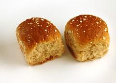 200 Calories of Wheat Dinner Rolls